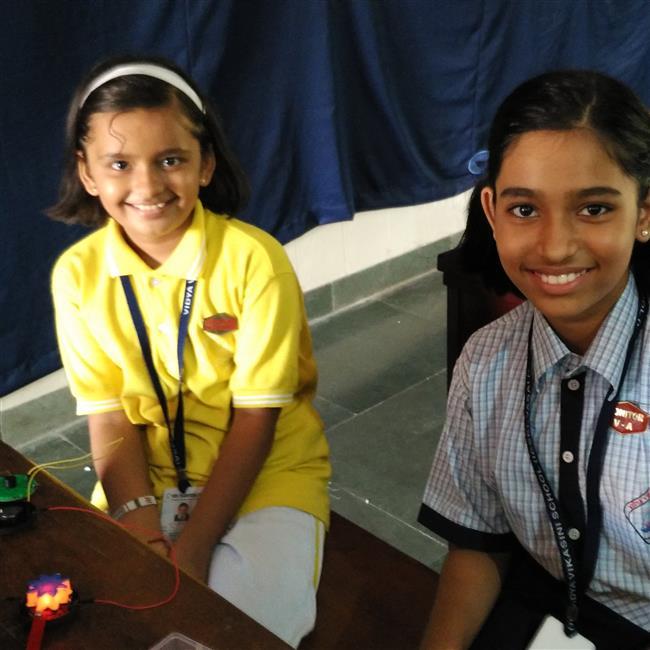 vvi-eduprime-robotics-glowing-flower-team